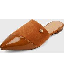 slipper camel via uno