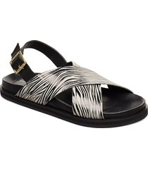 stb-famara cross print shoes summer shoes flat sandals svart shoe the bear