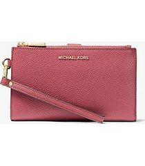 mk portafoglio per smartphone adele in pelle martellata - ibisco (rosso) - michael kors