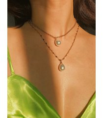 collar de doble capa con colgante de perlas doradas