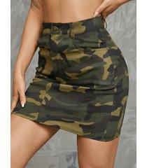 minifalda con bolsillos laterales de camuflaje verde militar de yoins