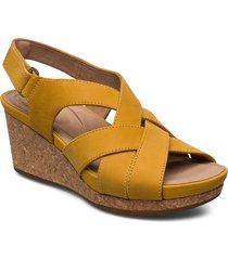 un capri step schoen wedge geel clarks