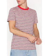 selected homme slhkasper stripe ss o-neck tee w ca t-shirts & linnen mörk röd