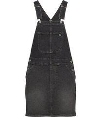 classic dungaree dress svbkc knälång klänning svart tommy jeans