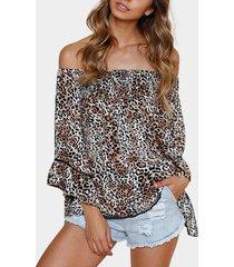 blusa de manga acampanada con hombros descubiertos y leopardo de moda