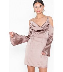 missguided satin cold shoulder mini dress fodralklänningar