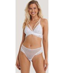 na-kd lingerie v-stringtrosa med spetsvolang - white