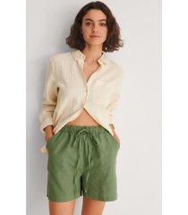 trendyol shorts med knytmidja - green