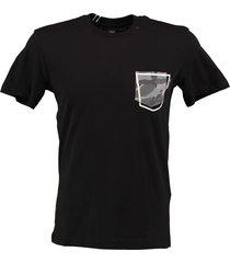 replay zwart t-shirt met borstzakje valt kleiner