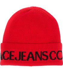 versace jeans couture logo print beanie - red