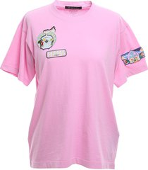 pink regular t-shirt with patches