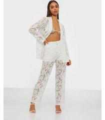 nly trend lace suit pants byxor