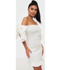 missguided scuba ruffle bow bardot mini dress fodralklänningar