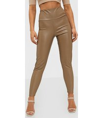 nly one leather look slim pant byxor