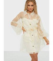 missguided ruched organza shirt dress klänningar