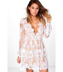 boutique kanten skater jurk met laag decolleté, ivoor
