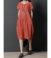 5da8e14e6281 vintage vestito in ricamo con collo tondo a maniche corte con tasche in  colorer a tinta