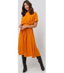 na-kd trend marked waist dress - orange