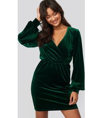 na-kd party velvet overlap mini dress - green