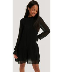 na-kd mini pleated dress - black