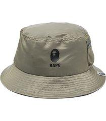 a bathing ape® logo-print bucket hat - green