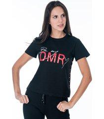 sudadera negra para mujer blusa cuello redondo y manga corta con apliques laterales pantalon tipo jogger con bolsillos laterales y apliques en tobillo