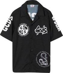 black shirt teen