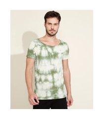 camiseta masculina slim estampada tie dye manga curta gola canoa verde