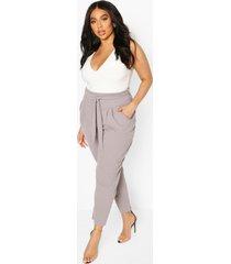 geplooide broek met wijde pijpen en riem met hoge taille in plusmaten, grijs