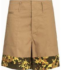 marni shorts con risvolto camouflage