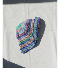 szydełkowy kapelusz w paski
