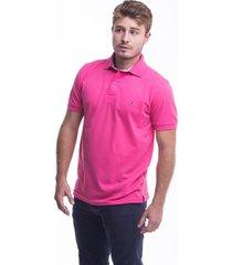 camiseta polo hamer, basica con bordado, para hombre color fucsia claro