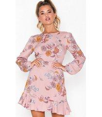 nly trend back to the city dress långärmade klänningar
