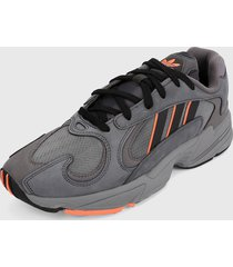 tenis lifestyle gris-naranja adidas originals yung 1