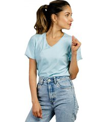 camiseta celeste luck & load cuello v