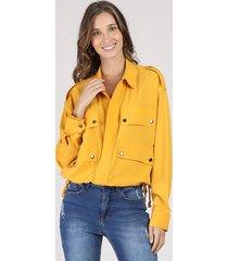 jaqueta feminina ampla com bolsos mostarda