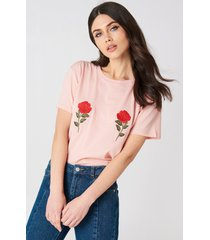 na-kd flower embroidery tee - pink