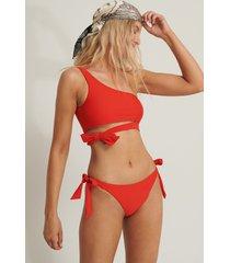 anika teller x na-kd bikiniunderdel med snörning i sidan - red