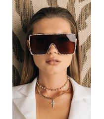 akira picture perfect oversized sunglasses