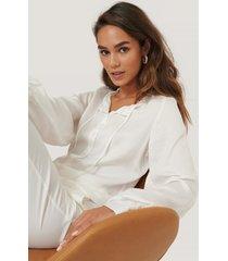 selma omari x na-kd skjorta med knytband - white