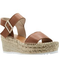 women's andre assous nakita platform wedge sandal, size 10 m - brown