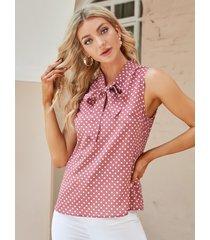 blusa sin mangas con cuello anudado a lunares