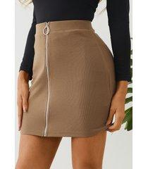 minifalda de punto con cremallera frontal de color caqui yoins