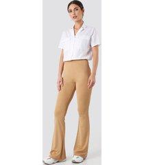 na-kd trend flared leggings - beige