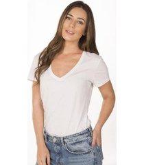 camiseta cora básico decote v algodão orgânico feminina - feminino