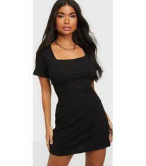 glamorous strap back dress fodralklänningar
