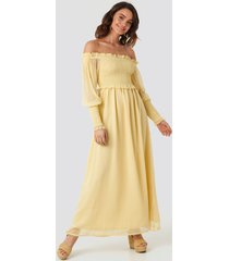 na-kd trend off shoulder smock chiffon dress - yellow