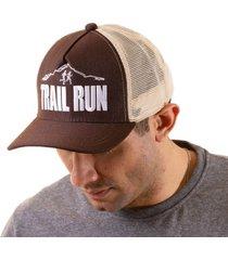 boné trucker running bordado snapback marrom e bege - trail run marrom - kanui