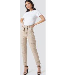 na-kd trend tie waist patch pocket pants - beige