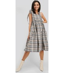 na-kd trend bow tie two tier check dress - multicolor